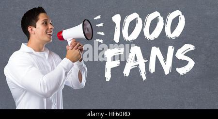 1000 fans aime mille médias réseau social jeune homme mégaphone mégaphone Banque D'Images