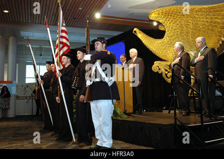 070309-N-2456S-009 Newport News, Virginie (9 mars 2007) - Les membres de l'Association vivre l'histoire maritime Banque D'Images