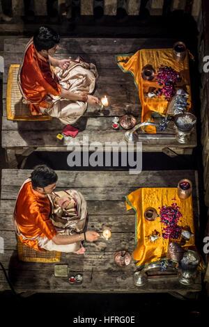 Cérémonie religieuse à Varansi, Uttar Pradesh, Inde. Banque D'Images