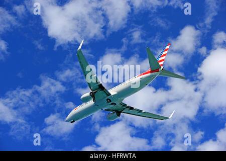 Boeing 737-823 d'American Airlines qui a décollé de l'aéroport de Philipsburg, Saint Martin