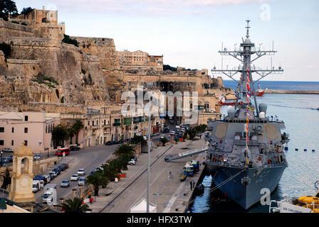 090106-N-6544G-166 La Valette, Malte (janv. 6, 2009) l'USS missiles de Barry (DDG 52) siège à port au cours de sa Banque D'Images