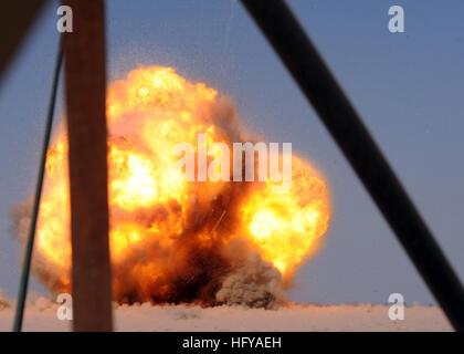 100716-N-0879R-002 SHAMMAR JARBA, l'Iraq (16 juillet 2010) Les marins de la Marine affecté à l'unité mobile de destruction Banque D'Images
