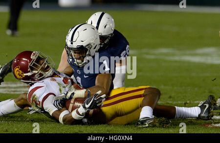 Pasadena, Californie, USA. 2 Jan, 2017. USC Trojans arrière défensif Adoree' Jackson (2) est blessé dans une pièce Banque D'Images