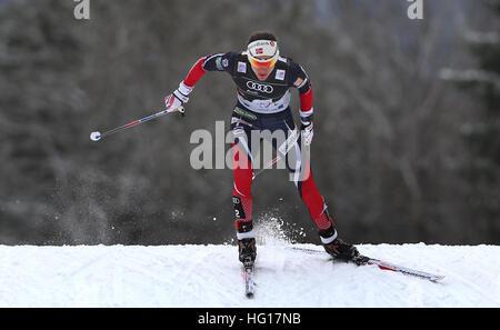 Oberstdorf, Allemagne. Jan 04, 2017. Heidi Weng de Norvège skis pendant la poursuite au cours de la SIF Tour de Banque D'Images