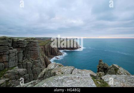 La clifftops de Pordenack Point près de Lands End en Cornouailles Banque D'Images