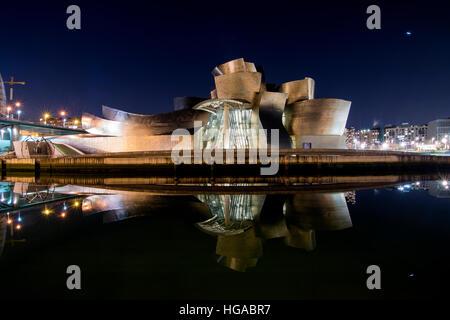 'Musée Guggenheim Bilbao' (1997), un musée d'art moderne et contemporain conçu par Frank Gehry à Bilbao, Espagne Banque D'Images