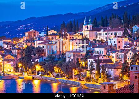 Ville de Volosko soir vue front de mer, la riviera d'Opatija de Croatie Banque D'Images