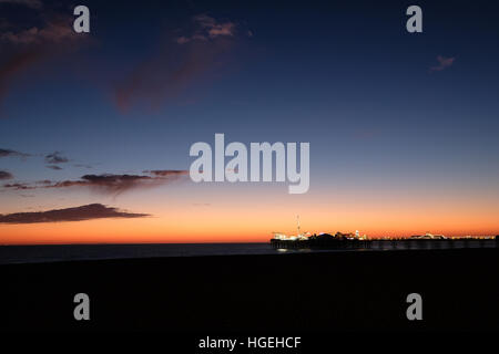 La jetée de Brighton East Sussex au coucher du soleil Banque D'Images