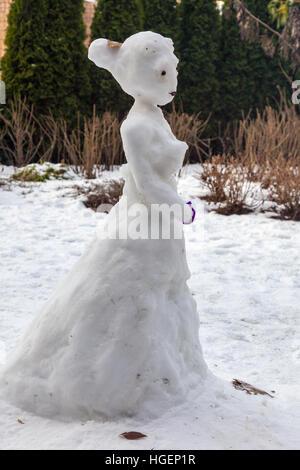 Snow Princess dans une robe de bal Banque D'Images