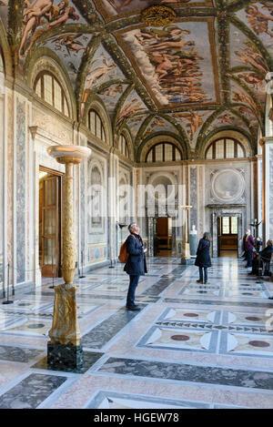 Rome. L'Italie. Villa Farnesina. La Loggia di Amore e Psiché (La Loggia d'Amour et Psyché), avec des fresques de Banque D'Images