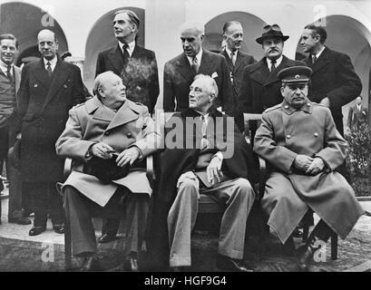 Winston Churchill et Roosevelt FD,Président Joseph Staline lors de la Conférence de Yalta, en Crimée. Derrière eux Banque D'Images