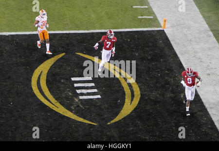 Tampa, États-Unis. Jan 9, 2017. Alabama Crimson Tide running back Bo Scarbrough (9) reprend sa course dans la zone Banque D'Images