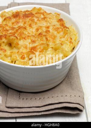 Faire cuire les pâtes au fromage Banque D'Images