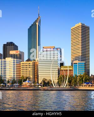 Elizabeth Quay et la ville de Perth. L'Australie Banque D'Images