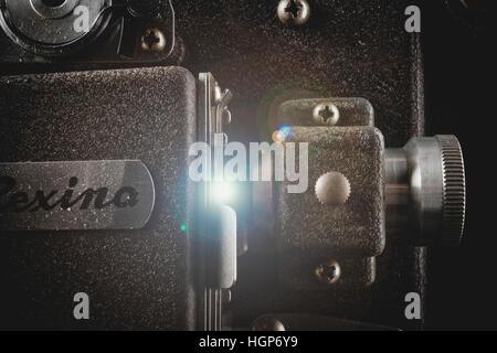 Gros plan du couloir de film d'un Rexina Mini projecteur 8mm. Banque D'Images