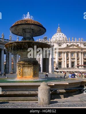 La Place Saint Pierre et la Basilique, Vatican, Rome, Italie Banque D'Images