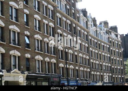 Immeuble victorien construit par Thomas philanthrope américain Peabody pour les pauvres de Londres Banque D'Images