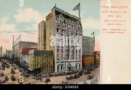L'hôtel Wolcott lors d'une intersection achalandée entre 31e Rue et 5e Avenue à New York City, USA, avec l'église Banque D'Images