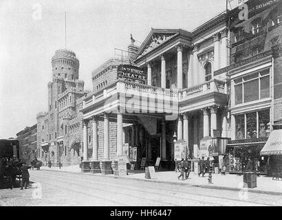 9e Regiment Armory (à gauche) et 14th Street Theatre (centre) dans la 14e Rue, New York City, USA. Banque D'Images