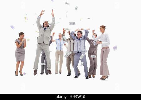 ... Très heureux les gens avec de l argent qui tombe du ciel contre fond  blanc 78479642608