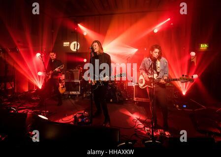 Les Amazones effectuer à Radio 1's'Avenir des vedettes de la musique live Event à Maida Vale Studios, Londres. Banque D'Images