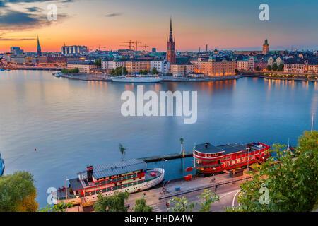 Stockholm. Cityscape image de Stockholm, Suède pendant le crépuscule heure bleue. Banque D'Images