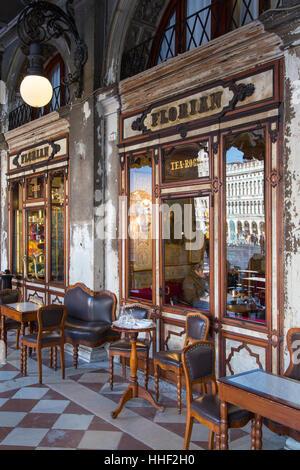 Caffe Florian (b. 1720), le plus vieux café du monde, Piazza San Marco, Venice, Veneto, Italie Banque D'Images