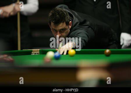 Londres, Royaume-Uni. 19 Jan, 2017. Ronnie O'Sullivan, de l'Angleterre au cours de la concurrence avec match quart Banque D'Images