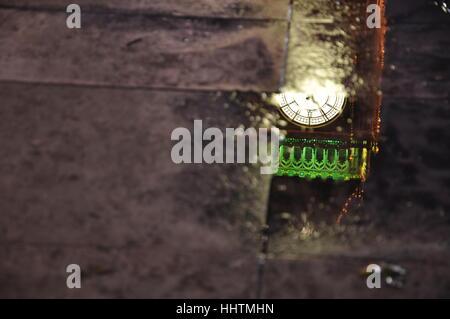 Big Ben dans une flaque Banque D'Images