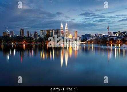L'horizon de Kuala Lumpur au crépuscule. Banque D'Images