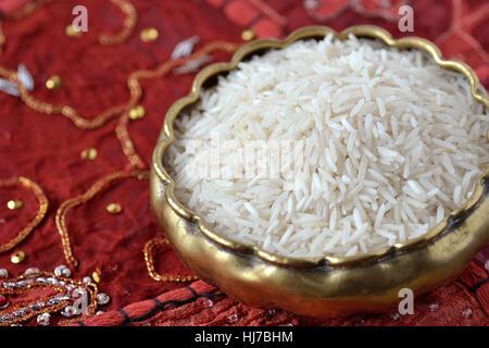 Le riz Basmati sur tapis indiens Banque D'Images