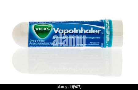 Winneconne, WI -22 Janvier 2017: Tube de Vicks Vapo Inhaler sur un fond isolé. Banque D'Images