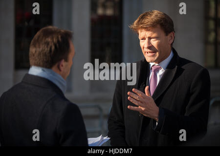 Londres, Royaume-Uni. 24 janvier, 2017. Richard Tice, Co-président de quitter signifie congé, est interviewé par Banque D'Images