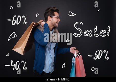 Happy young man holding shopping bags. Banque D'Images
