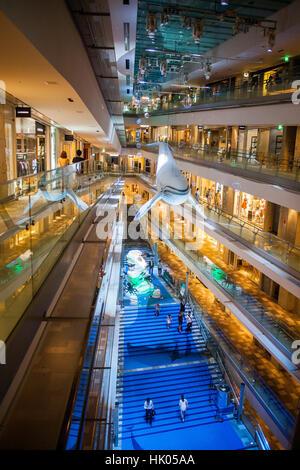 Intérieur de Omotesando Hills Shopping Mall, conçu par Tadao Ando dans Omotesando street. Tokyo. Le Japon. Banque D'Images