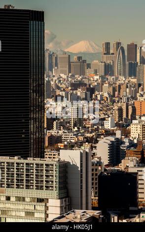 La surpopulation, le paysage urbain, des gratte-ciel de Shinjuku et le Mont Fuji, Tokyo, Japon Banque D'Images