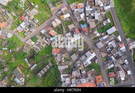 Vue aérienne des toits en milieu urbain dans une petite ville de l'Amérique latine Amérique du Sud la province de Banque D'Images