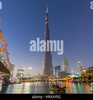 Burj Khalifa, le plus haut gratte-ciel du monde à Dubaï, Émirats arabes unis. Banque D'Images