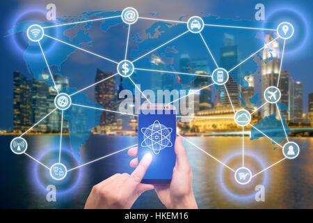 Réseau de périphériques mobiles, tels que smartphones, tablet, thermostat ou smart home. Internet des objets et Banque D'Images