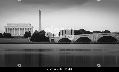 Lincoln Memorial et Memorial Bridge à travers le Potomac Banque D'Images