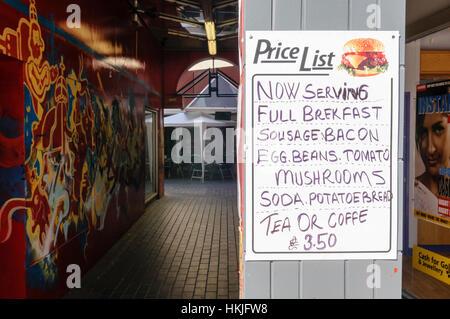 D'orthographe à l'entrée d'un café, petit-déjeuner publicité. Banque D'Images