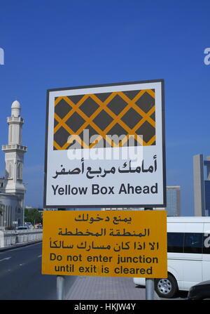 une signalisation routi re en arabe et fran ais raconter les automobilistes r duire leur. Black Bedroom Furniture Sets. Home Design Ideas