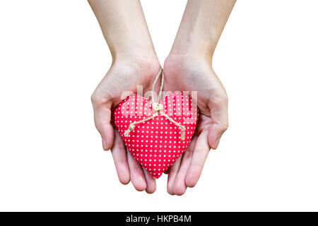 Close up hand woman holding heart sur isoler white with clipping path. Banque D'Images