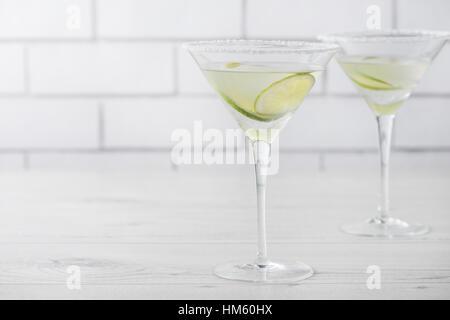 Cocktails Margarita frais maison avec de la chaux