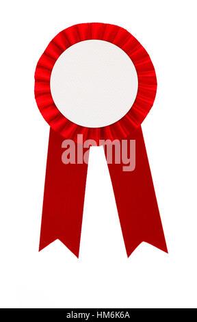 Prix badge ruban rouge isolé sur fond blanc Banque D'Images