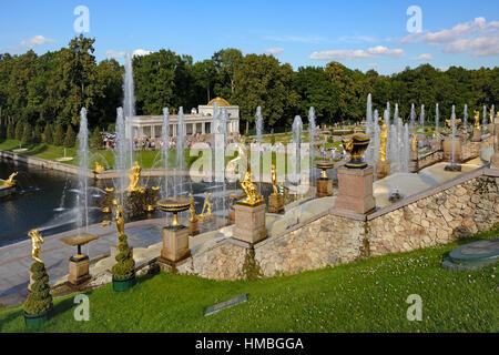 Peterhof, fontaines et statues de la Grande cascade