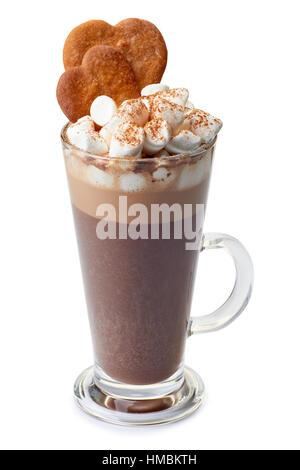 Chocolat chaud avec des guimauves et ginger cookies dans verre tasse on white Banque D'Images