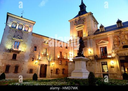 Plaza de la Villa ou Villa's square dans le centre de Madrid, Espagne. Banque D'Images