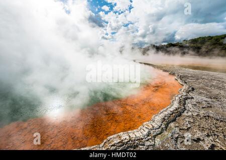 Champagne Pool, Hot spring, Waiotapu Geothermal Wonderland, Rotorua, île du Nord, Nouvelle-Zélande Banque D'Images