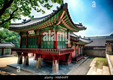 Des bâtiments traditionnels coréens dans le Palais Royal Changdeokgung, Seoul, Corée du Sud Banque D'Images